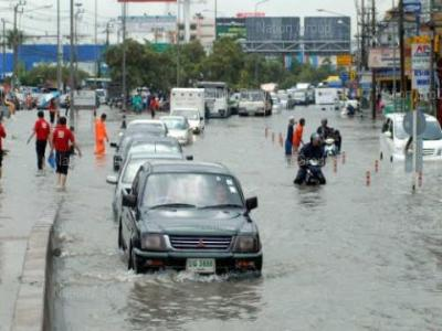 ไทยช่วยไทยช่วยผู้ประสบภัยน้ำท่วม